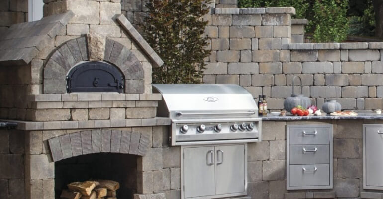 3 Reasons to install a Pavers Outdoor Kitchen